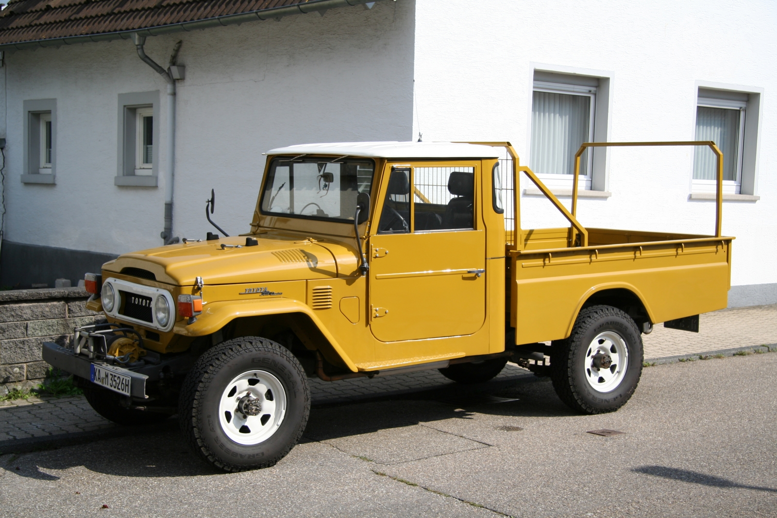 Toyota Land Cruiser Pick-Up